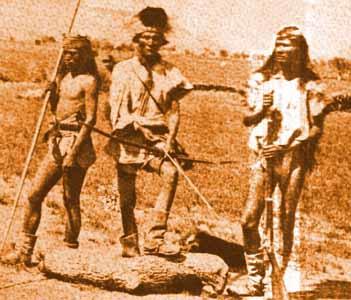 """Chiricahua agli inizi dell'800. UNa delle tribu' indigene piu'  difficili """" da domare """". Guerrieri accaniti riuscirono  a resistere alle invasioni Spagnole ma,purtroppo, dovettero soccombere alle armi dell'esercito """" Americano """"."""