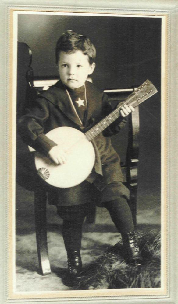 Ecco una versione di Banjo- Mandolino del 1910