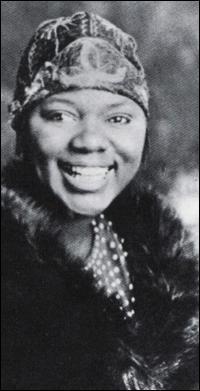 Ancora una giovanissima Bessie Smith