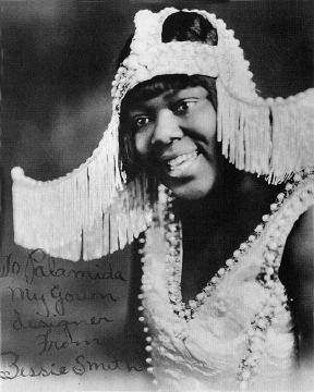 Bessie con uno dei suoi particolarissimi abiti da scena, 1918 c.a.