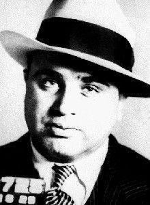 Al Capone,capo di una delle maggiori organizzazioni di contrabbando del liquore durante il Proibizionismo.  1925