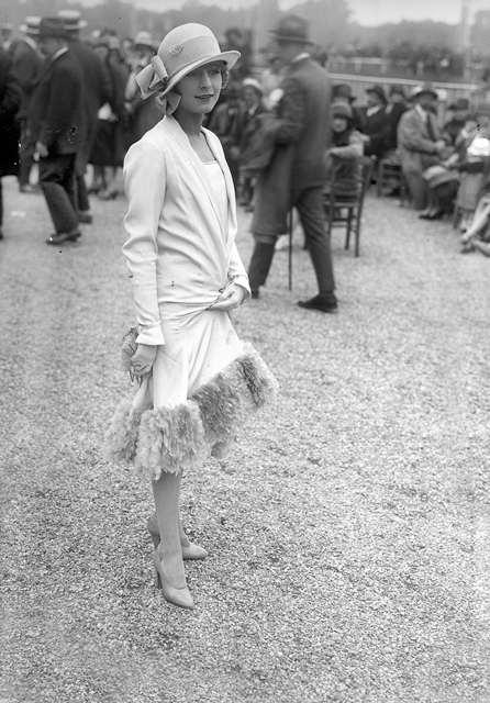 Una delle reazioni sociali al Proibizionismo. La moda cambia, arrivano le Flappers.  1926.