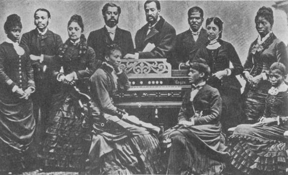 Una delle primissime tappe del blues a Chicago fu rappresentato dai cori neri JUBILEE,primi accenni di un Gospel che si sarebbe poi diffuso in tutto il mondo