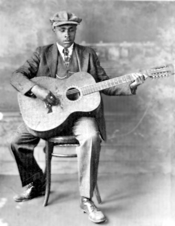 Molti erano gli artisti non vedenti che firmarono contratti con le case discografiche. Da BLIND WILLIE McTELL; che prese il posto di Lemon nella Paramount Records, all'indomani della sua improvvisa morte...