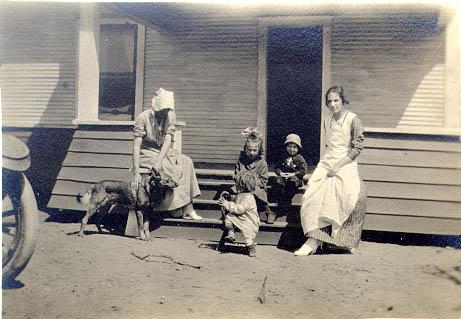 Tipica famiglia Texana  agli inizi del secolo.Lemon Jefferson nacque in una fattoria molto simile.