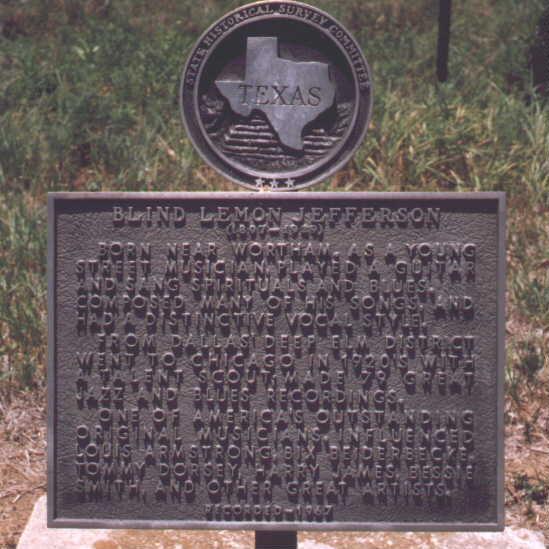 Questa e' la targa ad memoriam che lo stato del Texas dedico' al grande artista e appose nel nuovo cimitero di Wortham  nel 2000.