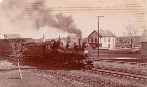 Ferrovia di Manor nel 1920. Molto simile a quella che rasentava la piccola Couchman all'epoca in cui Lemon Jefferson era piccolo.