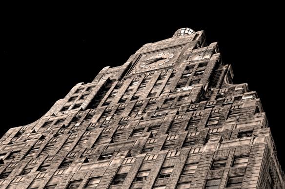 Ecco una ricostruzione del famoso PARAMOUNT BUILDING, cosi' come appariva nel 1926. Da questo possente edificio partivano tutte le piu' importanti decisioni riguardo il mercato discografico,su cui la Paramount regnava sovrana.