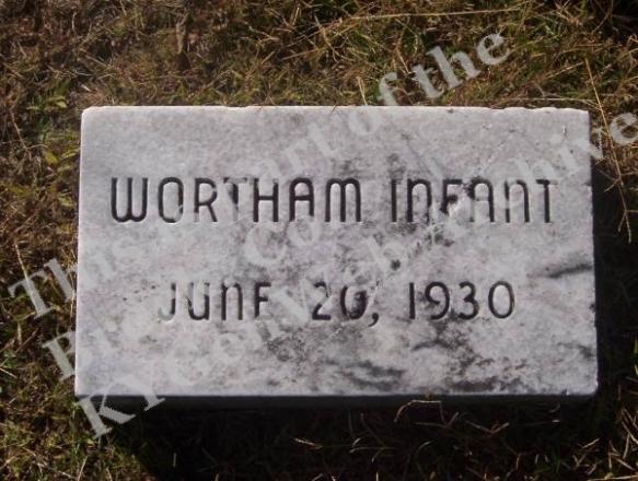 Questa e' una delle pochissime lapidi ritrovate e restaurate in quel che fu il vecchio cimitero di Wortham,ove fu seppellita la salma di Lemon Jefferson.