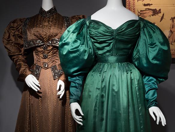 Abiti per le signore dell'alta societa' in Inghilterra, 1830. Il Paris Green infiammo' la moda Europea ma gli abiti rilasciavano gradualmente sulla pelle piccole quantita' di arsenico,che venivano assorbite e conducevano alla morte nel giro di pochi mesi.