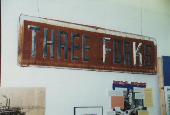 Cio' che resta dell'insegna del THREE FORKS ,il locale nei pressi di Greenwood che si dice sia stato teatro dell'avvelenamento. Il locale fu poi abbattuto nel 1940.