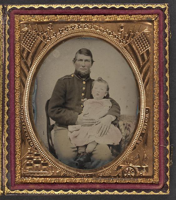 soldato dell'Unione con bimba