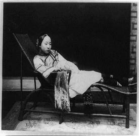 Woman-with-bound-feet-reclining.img_assist_custom-600x512
